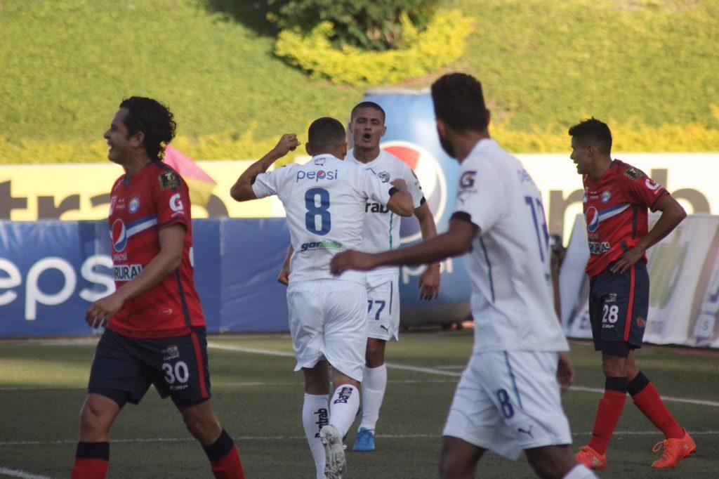 Comunicaciones derrota 3-0 a Xelajú MC
